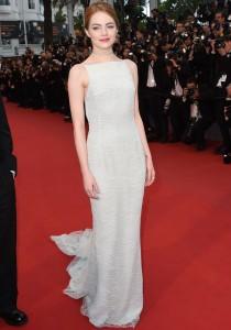 Emma Stone porte un ras de cou au festival de Cannes 2015